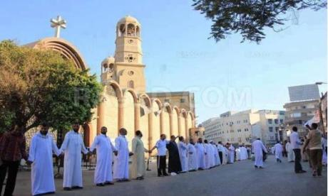 egypt muslims protect church
